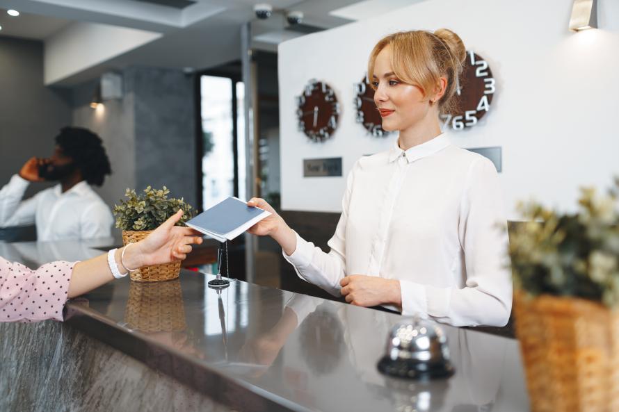 Миграционный учёт при регистрации иностранных граждан в отеле